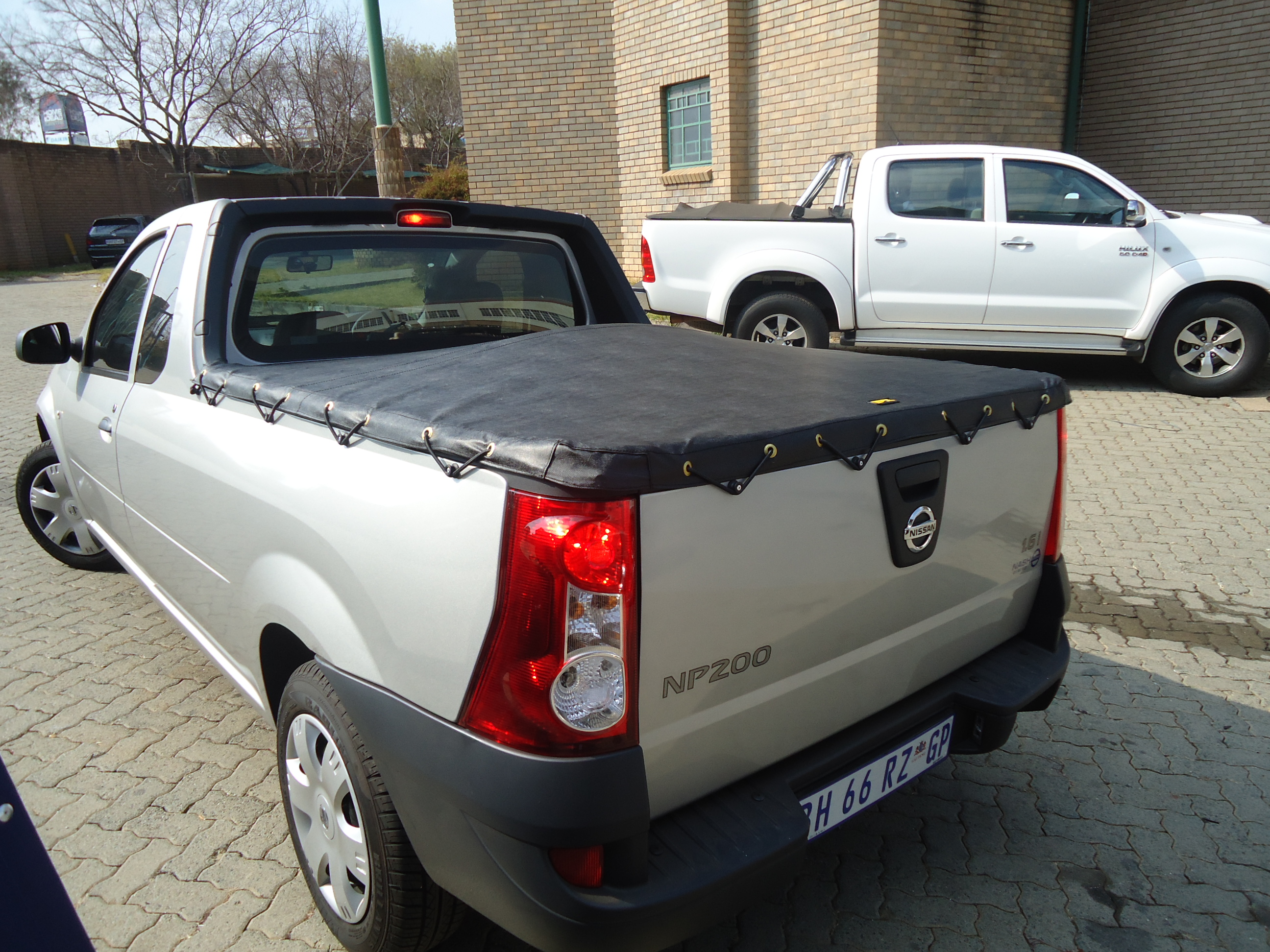 ELASTICATED ROPE TONNEAU COVER NISSAN NP200