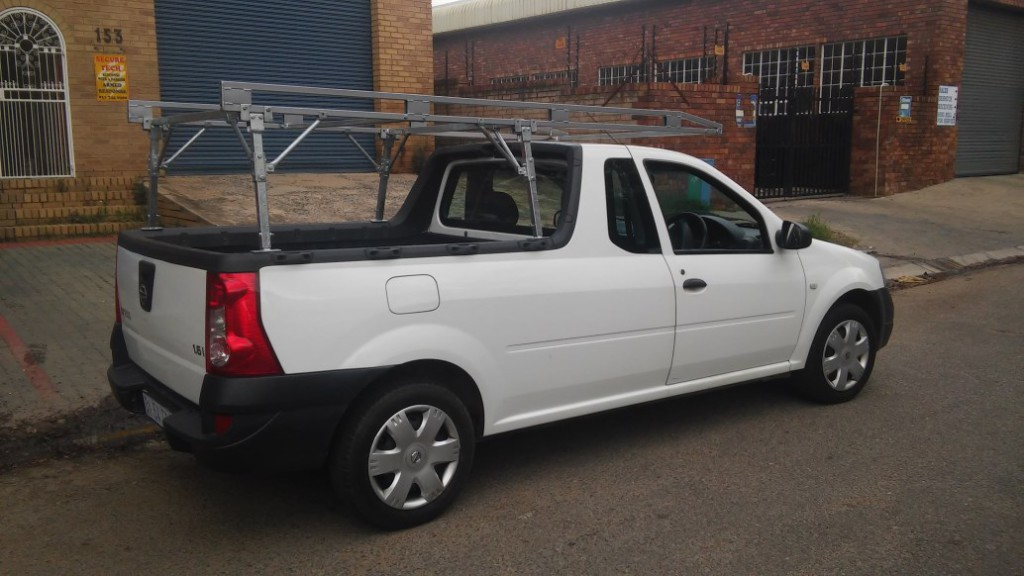 NISSAN NP200 LOW PROFILE BAKKIE RACK